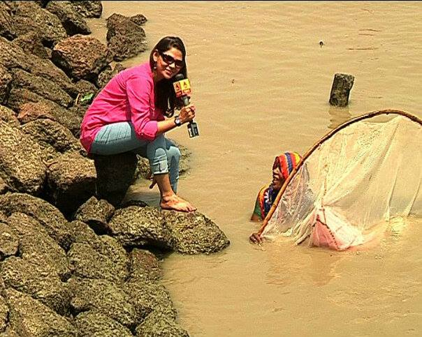 This lady fetching fish eggs in chest-deep water told Sudipta her election demand is a big utensil