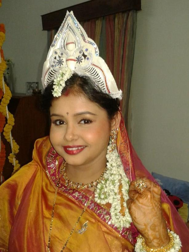 The same bride after Swati worked her brush strokes