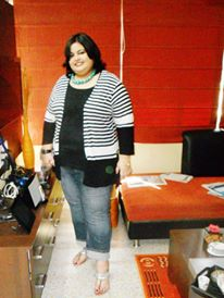 When I discovered that Westside offers Plus Size clothing both in Indian and Western options, I was too excited and bought a couple of tops. This one is a single piece with a layered  look, teamed with an ankle-length jeans. To break the monotones, the turquoise necklace seemed to be a savior -- a gift from brother-in-law who got it from Darjeeling.