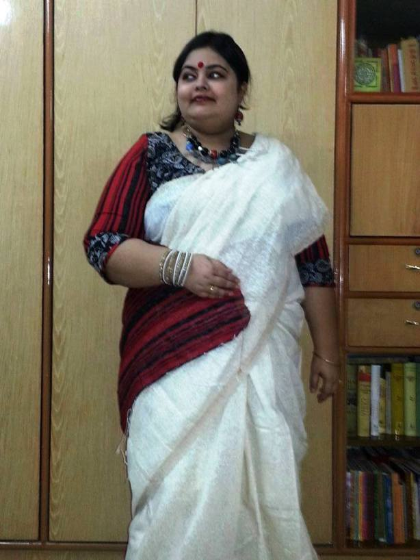 A different take on the Bengali fave red and white saree. Saree and the unique blouse are both creations of Nextile by Suchismita Dasgupta. Jewelry: RuHH by Debarpita Sen