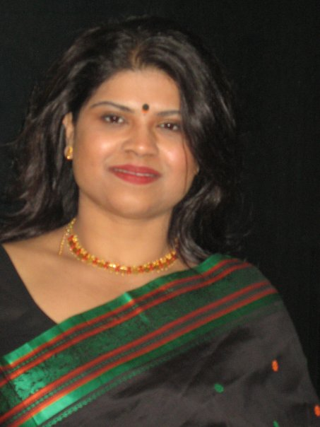 Sunayana looking classy in a silk saree.